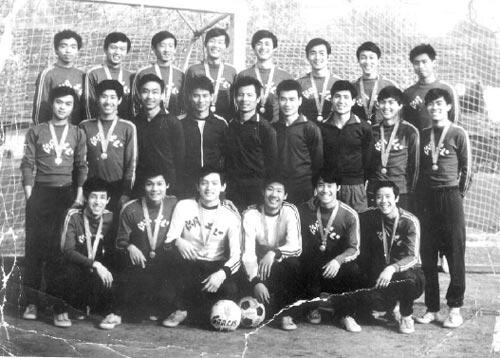 1980年,丁三石带领湖北青年队夺得全国亚军。缔造湖北队80年代中期辉煌中坚力量。