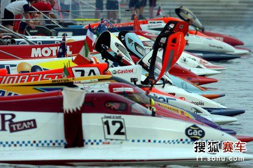 图文:F1摩托艇深圳站 出发前准备