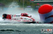 图文:F1摩托艇深圳站 溅起巨大的水花