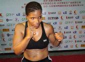 图文:WBC世界拳王争霸赛 美国女拳手福恩坦