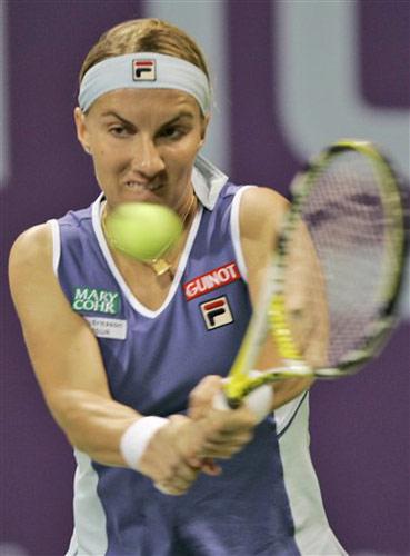 图文:WTA年终总决赛 库兹涅佐娃反手回球