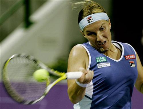 图文:WTA年终总决赛 库兹涅佐娃正手回球