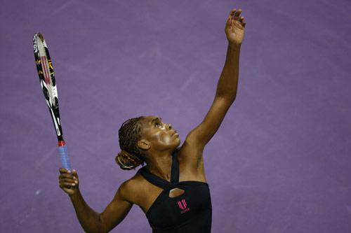 图文:WTA年终总决赛 大威廉姆斯发球瞬间