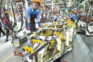 汽车摩托车制造是我市的支柱产业(资料图片)记者 杨帆摄