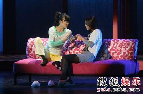 话剧《奋斗》精彩剧照 杨晓芸和夏琳发现自己怀孕了