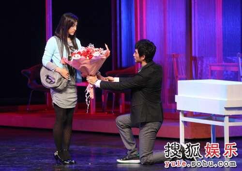 话剧《奋斗》精彩剧照 陆涛向夏琳求婚