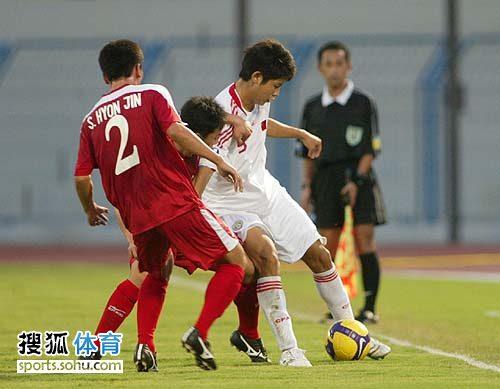 图文:[亚青赛]中国0-0朝鲜 力敌二将