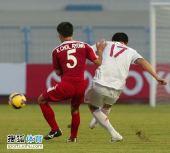 图文:[亚青赛]中国0-0朝鲜 强行起脚