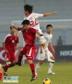 图文:[亚青赛]中国0-0朝鲜 王云龙争顶