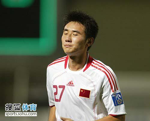 图文:[亚青赛]中国0-0朝鲜 闭目养神