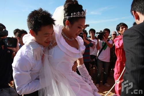 杨威抱爱妻登热气球