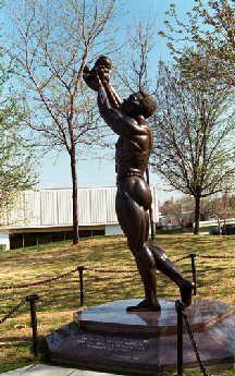 坐落在亚特兰大市的马丁·路德·金铜像