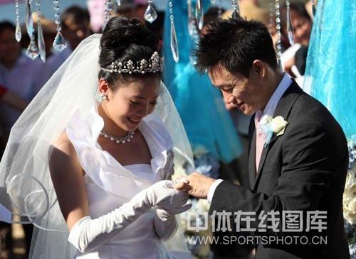 互相戴结婚戒指