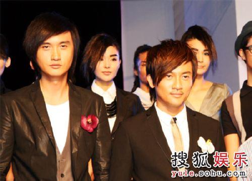 苏有朋(右)、薛飞(左)