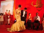 图:杨威杨云浪漫大婚 给父母行礼
