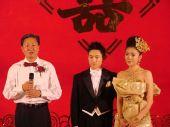 图:杨威杨云浪漫大婚 证婚人上台发言