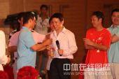 图:杨威杨云婚礼午宴- 冯敬祝福新郎新娘