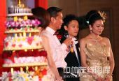 图:杨威杨云婚礼午宴- 新郎新娘倍受感动