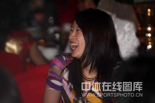 图:杨威杨云婚礼午宴- 罗雪娟乐得合不拢嘴