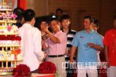 图:杨威杨云婚礼午宴- 美酒祝福新人