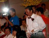 图:杨威杨云婚礼午宴- 黄玉斌为新人证婚