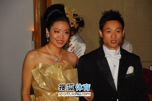 图文:杨威杨云婚礼午宴现场 杨威杨云伉俪情深