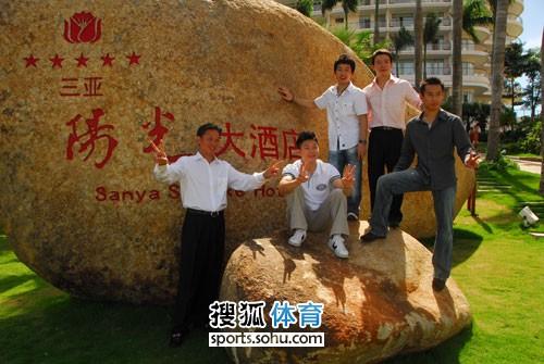 图文:杨威杨云婚礼午宴现场 黄玉斌与弟子合影