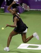 图文:WTA总决赛演威氏内战 大威回球动作舒展