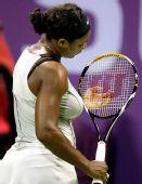 图文:WTA总决赛演威氏内战 性感白衣凸显豪乳