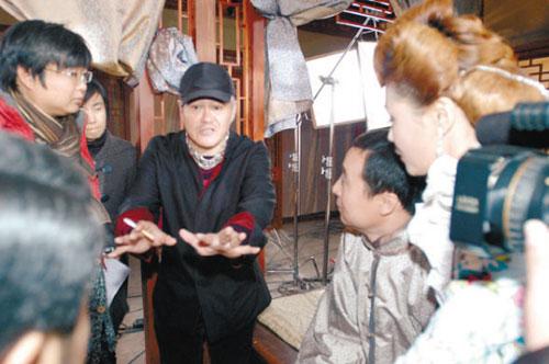 《关东大先生》拍摄现场—赵本山给演员说戏