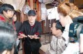 《关东大先生》拍摄现场―赵本山给演员说戏