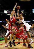 图文:[NBA]火箭VS开拓者 姚明内线封盖