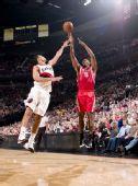 图文:[NBA]火箭VS开拓者 阿泰外线出手