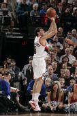 图文:[NBA]火箭VS开拓者 费尔南德斯外线出手