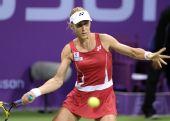 图文:WTA决赛德娃胜萨芬娜 短裙显神仙姐姐身材