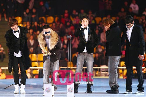 Bigbang发表获奖感言 大成喜极而泣