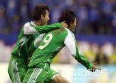 图文:[中超]上海VS北京 杜文辉庆祝进球