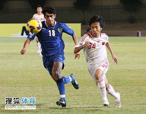 图文:[亚青赛]中国3-4乌兹别克 身体吃亏