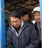 独家组图:李连杰探访地震灾区福利院