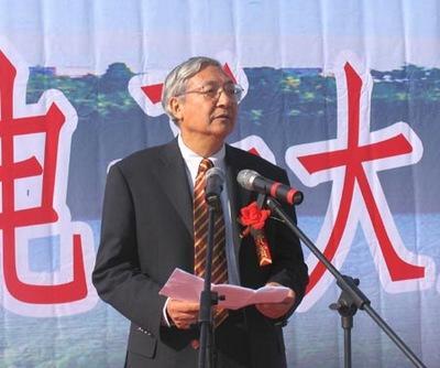 北京大学校长许智宏院士在奠基典礼上致辞并宣布奠基开始 李启龙摄