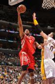 图文:[NBA]火箭VS湖人 麦迪腾空出手