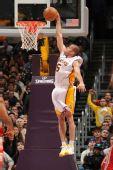 图文:[NBA]火箭负湖人 法尔马暴扣得手