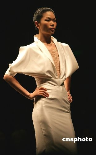 世界名模吕燕亮相中国国际服装周