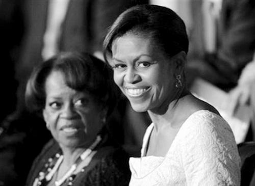 """""""第一丈母娘""""(左)和米歇尔·奥巴马"""