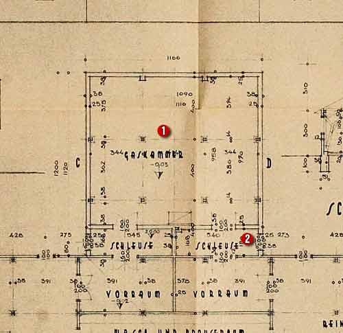 图纸上标有红色符号①处即为纳粹杀人用于的毒气室,②处为隔离室,再