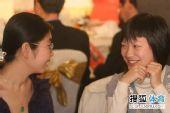 图文:第七届正官庄杯开幕式 郑岩唐奕详谈欢笑