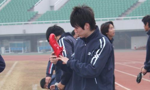 图文:[中超]京津两强备战 马磊磊的红鞋