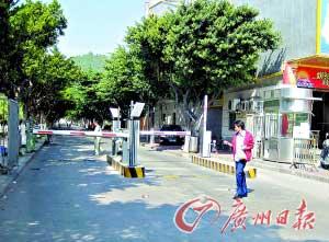 长安镇上角新村一条公共道路禁止新莞人通过,新莞人子女上学只能绕行。
