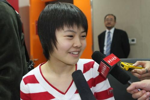 """""""瓷娃娃""""宋容慧接受记者采访"""