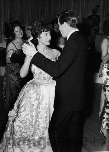 英女王妹妹玛嘉烈公主与前夫斯诺伯爵在舞会上